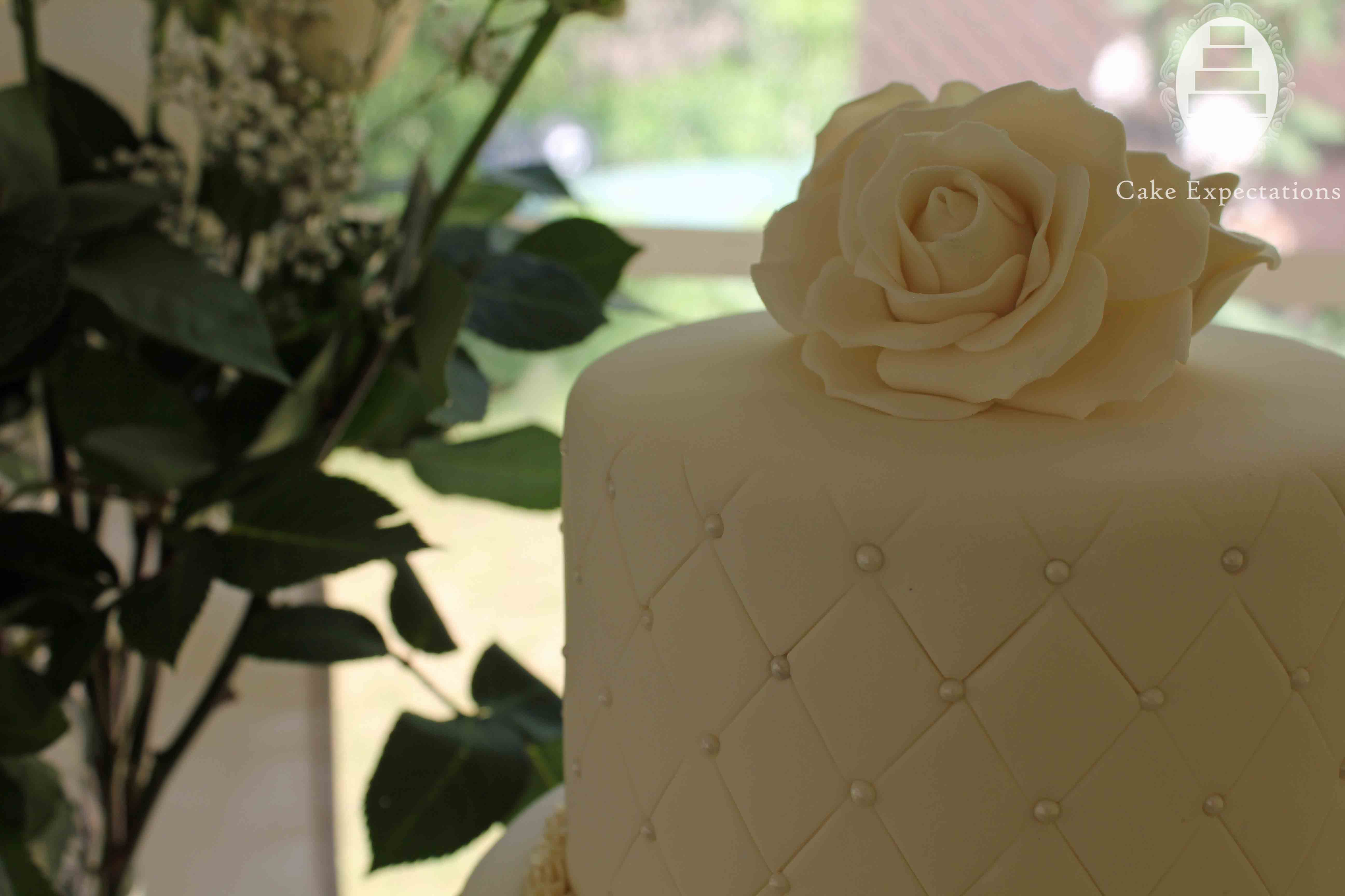 For Her Outdoor Summer Wedding By The Shores Of Lake Ontario In Whitby This Bride Wanted An Elegant Cake Design With Lots Ivory Roses To Match